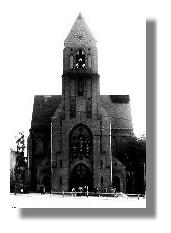 Die wiederhergestellte Christuskirche mit ihrer kurzen Turmspitze, um 1960